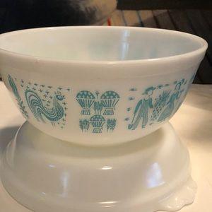Vintage Pyrex Butter print bowl  🦋